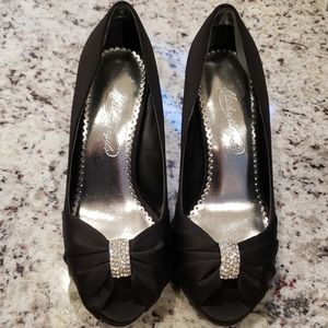 ⛄ Michaelangelo Diana Black Studded Bow Heels 6.5